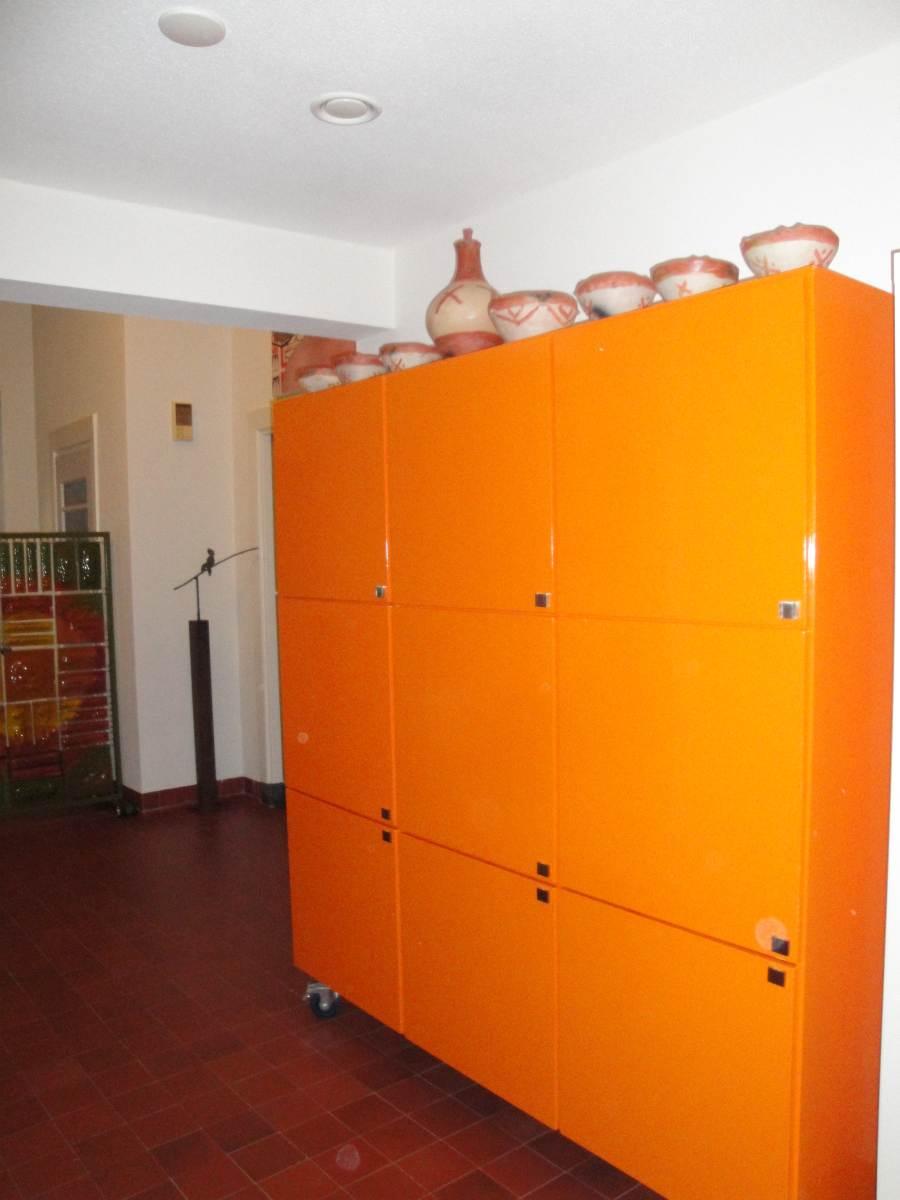 interieur-Oranje-kast-1200px – Van Balveren meesterschilder